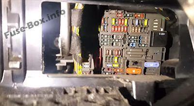 Bmw 1 Series E81 E82 E87 E88 2004 2013 Fuse Box Diagram Bmw 1 Series Fuse Box Pressure Control Valve