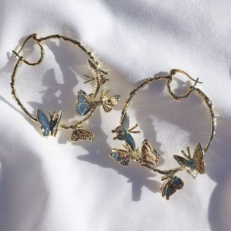 Ear Jewelry, Cute Jewelry, Jewelry Accessories, Fashion Accessories, Fashion Jewelry, Gold Fashion, Jewlery, Jewelry Ideas, Jewelry Drawer