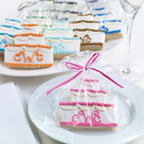 Personalized Wedding Cake Cookie Wedding Favor | #exclusivelyweddings
