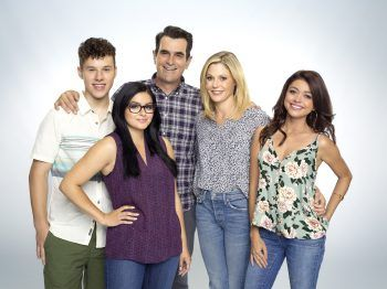 Like A Proud Parent Ty Burrell Talks About The Modern Family Kids Hollywood Outbreak In 2020 Modern Family Family Kids Family Images