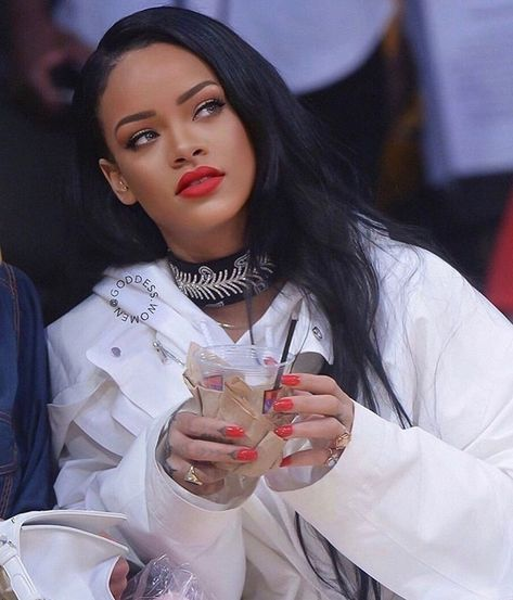 "Rihanna on Instagram: ""Follow @rihannabeautyfenty . . . #Robyn #Rihanna #Fenty . . #fentybeauty #l4l #rihannasnapchat #rihannah #riri #rihannaqueen…"""