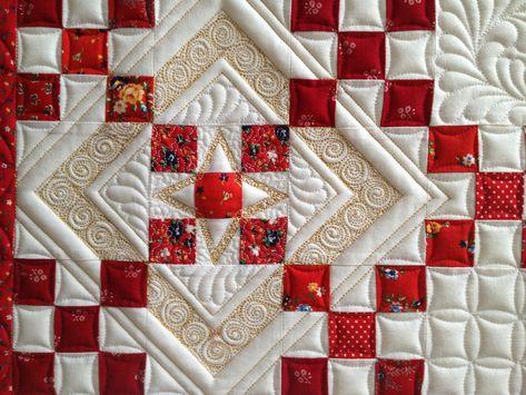 red/white quilt, quilted by Margaret Solomon Gunn www.quiltsoflove.blogspot.com