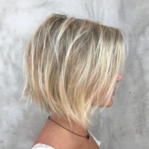 Short Haircuts For Hair And Round Faces Short Haircuts Hair Round Faces Cute Bobs For Thin Hair Textured Haircut Haircuts For Fine Hair