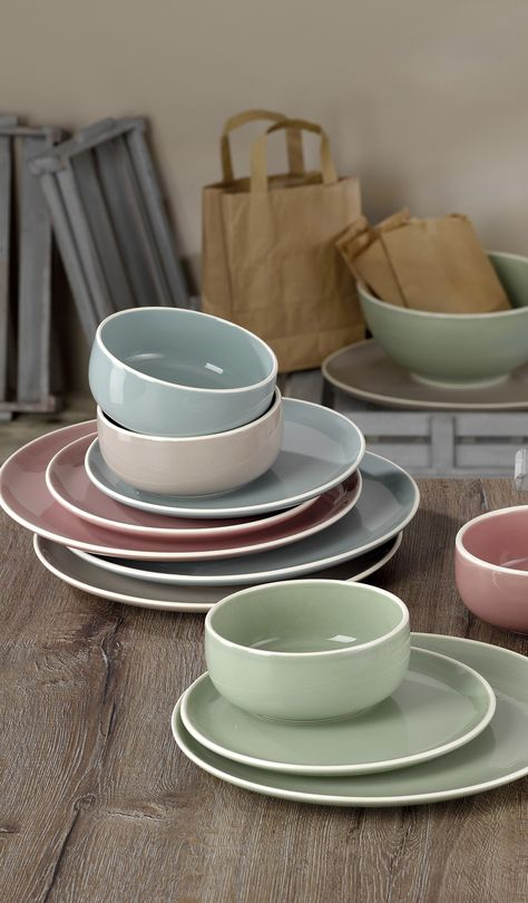 Set of 16 crockery, in 4 different pastel colours