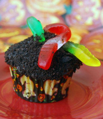 Gummy Worm Cupcakes Cupcake Recipes Chocolate Dessert Cupcakes