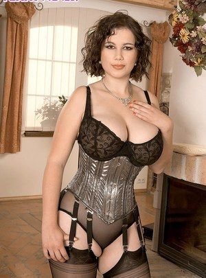 Pin Auf Glamour Milfs In Lingerie