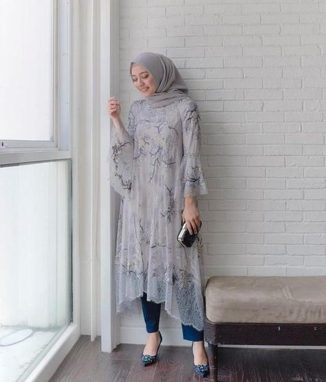 what a beautiful match! Kebaya Modern Hijab, Dress Brokat Modern, Model Kebaya Modern, Kebaya Hijab, Kebaya Dress, Modern Hijab Fashion, Kebaya Muslim, Batik Fashion, Hijab Fashion Inspiration