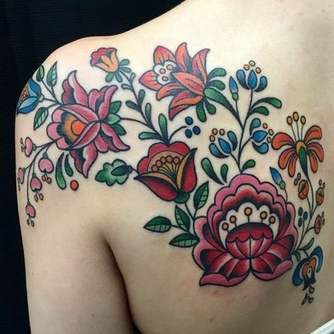 Discover the different meanings of the flower tattoo - 40 ideas in photos The flowers are an inspiring theme for all artists and for tattoo artists they are a well of unlimited inspiration. The kingdom of flowers is rich in . Key Tattoos, Sugar Skull Tattoos, Body Art Tattoos, Girl Tattoos, Garter Tattoos, Rosary Tattoos, Crown Tattoos, Bracelet Tattoos, Heart Tattoos