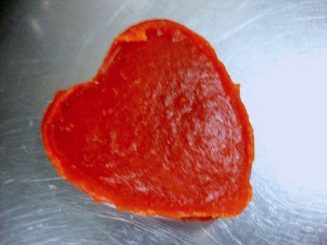 Doce de abóbora, quem é que não gosta daquele famoso doce de abóbora em formato de coração que sempre tem no bar da esquina, na cantina da escola, e no mercadinho do bairro.  http://cakepot.com.br/doce-de-abobora/