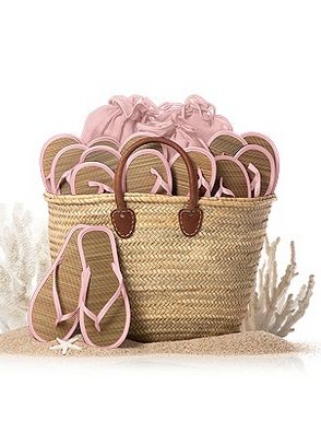 perfect tote to fill with flip flops for a beach wedding  http://rstyle.me/n/viv92pdpe