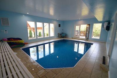 Bear Pool Lodge Large 5 Bedr Cabin Indoor Heated Pool Theatre Room Game Room House Rental Cabin Pool Hot Tub