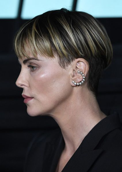 Charlize Theron Photos Photos Special Screening Of Lionsgates Bombshell Arrivals Charlize Theron Short Hair Short Wavy Hair Short Hair Styles