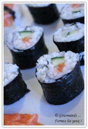 Recette sushis et makis par Rachel : Faire des sushis soi-même n'est pas si compliqué que ça !.Ingrédients : riz, saumon, sucre, thon, avocat