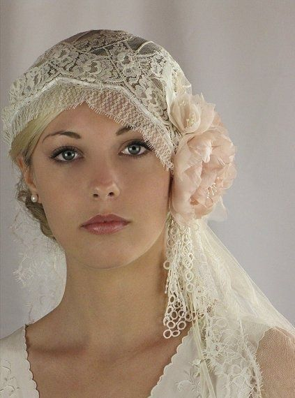 Items similar to Juliet Bridal Cap, bridal veil, wedding hair piece, silk veil, Chantilly Lace - style 740 on Etsy