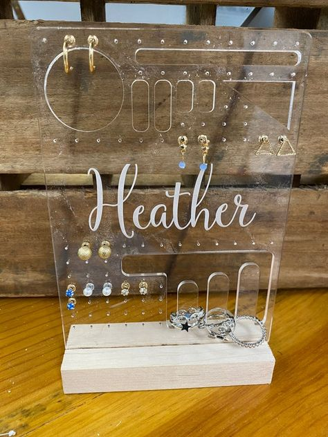 Diy Jewelry Stand, Jewelry Display Stands, Jewellery Display, Diy Resin Crafts, Diy And Crafts, Glow Crafts, Diy Earring Holder, Necklace Holder, Jewelry Holder