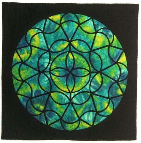 Dresden Ring Stained Glass Quilt by Daphne Greig