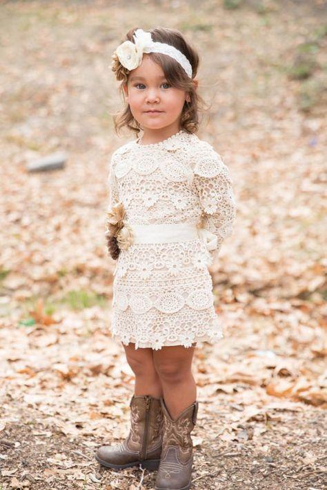 bc390623861e3 robe en dentelle bébé robe de fille de fleur par PoshPeanutKids ...