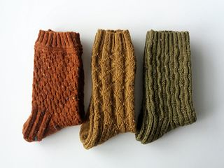 Socks for Heroes - beaten(no title) (no title) socks for heroes - 2 socks beaten (notitle) (notitle) Wool Socks, Knitting Socks, Hand Knitting, Knitting Patterns, Couture, Autumn Aesthetic, Mode Style, Knitting Projects, Mittens