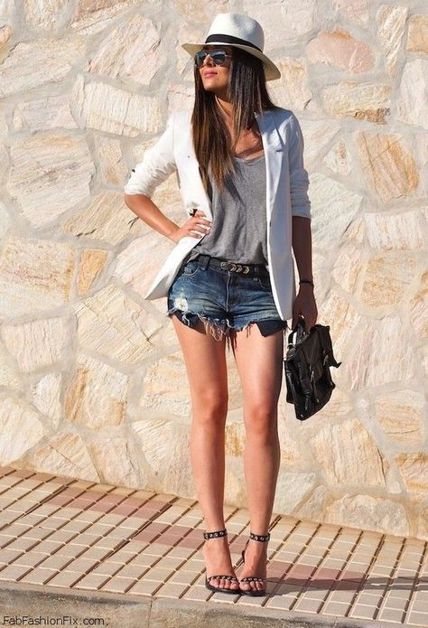 Stylish Street Style Outfit Ideas with Ankle Strap Heels RORESS Schrankideen Mode Denim Shorts Outfit mit Knöchelriemen Schuhe