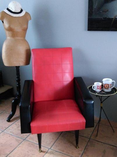 Fauteuils rouge et noir skai Vintage Le Skai Pinterest