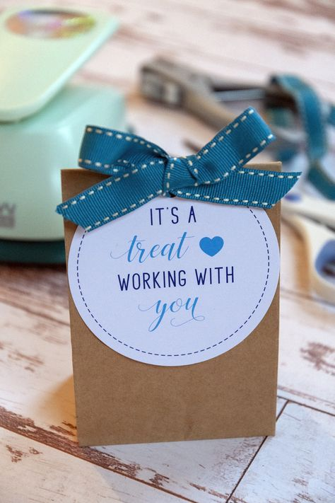 It's a Treat Working With You Gift Tags Employee Appreciation Gifts, Employee Gifts, Volunteer Appreciation, Gifts For Employees, Staff Gifts, Volunteer Gifts, Team Gifts, Client Gifts, Teacher Treats