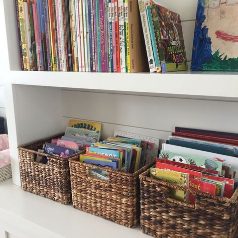 Bookshelf Organization, Kids Room Organization, Office Playroom, Playroom Design, Playroom Ideas, Bookshelves Kids, Toy Rooms, Kids Rooms, Big Girl Rooms