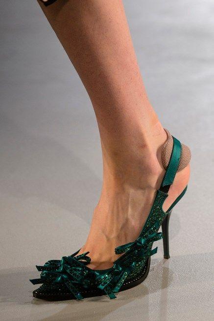 8e135b7020f30 Le scarpe di moda per l Autunno Inverno 2018 2019 viste alle sfilate sono i  modelli che vorremmo avere SUBITO