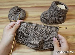 Warm baby booties knitting pattern