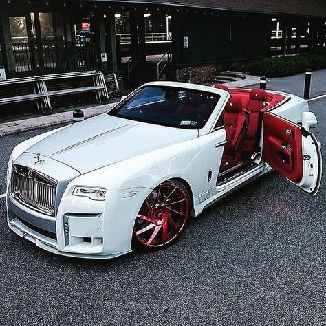car accessories Rolls Royce white and red.Rolls Royce white and red. Luxury Sports Cars, Top Luxury Cars, Rolls Royce Wraith, White Rolls Royce, Rolls Royce Dawn, Fancy Cars, Cool Cars, Rolls Royce Vintage, Voiture Rolls Royce