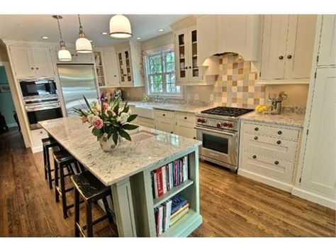 EXQUISITELY REMODELED CENTER HALL COLONIAL | Minnesota Luxury Homes | Mansions For Sale | Luxury Portfolio