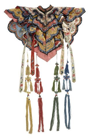 An embroidered silk collar and streamers Late Qing dynasty Historical Costume, Historical Clothing, Chinese Embroidery, Chinese Style, Chinese Art, Textiles, Collor, Folk Costume, Men's Costumes