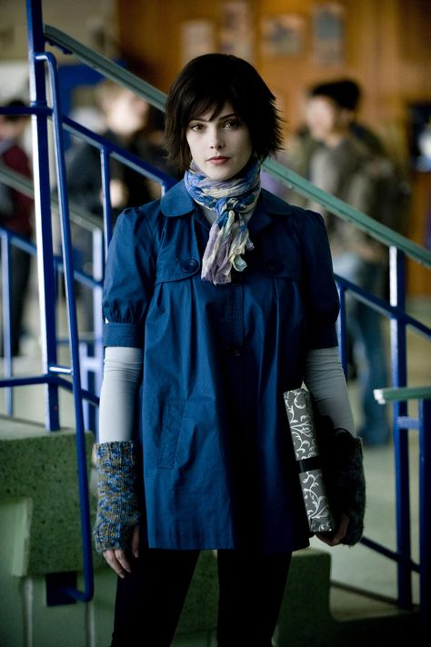 """Alice cullen sister and adoptive daughter of esme and carlisle cullen and jasper hales """"mate"""" i love her fashion i want to dress like that"""