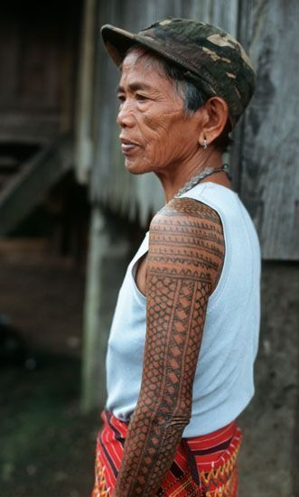 Traditional Kalinga Women S Arm Tattoos Are Called Pongo Pongo Is Comprised Of Many Elements Including Magical Philippinische Tattoos Philippinen Tattoo Frau
