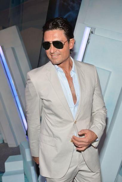 Super hot telenovela actor Fernando Coulnga in Premios Juventud 2012