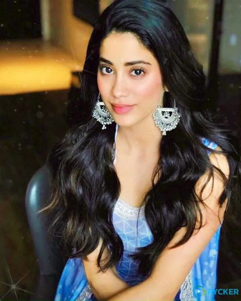 Janhvi Kapoor - Floating & Live Hair and cute smile