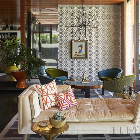 American designer Jonathan Adler shares this Long Island home with his British husband Simon Doonan. He has combined his own pieces, such as the 'Ravello Cocktail' table, with vintage classics such as a Knoll chair (jonathanadler.com).  Photography: Richard Powers