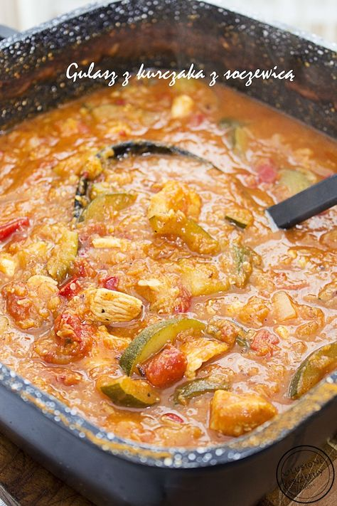 Gulaszem z piersi z kurczaka z czerwoną soczewicą, cukinią, papryką i curry. Pycha! Polecam. http://ulubioneprzepisy.com/2014/06/09/gulasz-z-piersi-z-kurczaka-z-czerwona-soczewica/ #gulasz #kurczak #soczewica