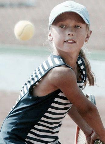 A Very Young And Cute Maria Sharapova Tennis Players Female Sports Celebrities Maria Sarapova