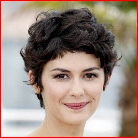 Kurzhaarschnitt Fur Welliges Haar Rundes Gesicht Hair Style Curly Pixie Hairstyles Short Hair Styles For Round Faces Thick Hair Styles