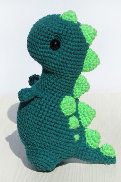Dark teel baby dinosaur T rex Crochet Dinosaur Pattern Free, Crochet Dragon Pattern, Crochet Headband Pattern, Crochet Patterns Amigurumi, Yarn Animals, Crochet Animals, Yarn Projects, Crochet Projects, Cute Crochet