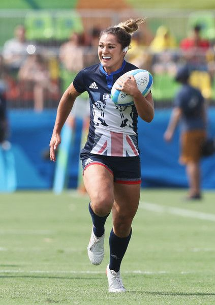 Amy Wilson Hardy of Great Britain carries the ball to score a try against Canada during the Women's Pool C rugby match on Day 2 of the Rio 2016 Olympic Games at Deodoro Stadium on August 2016 in Rio de Janeiro, Brazil.