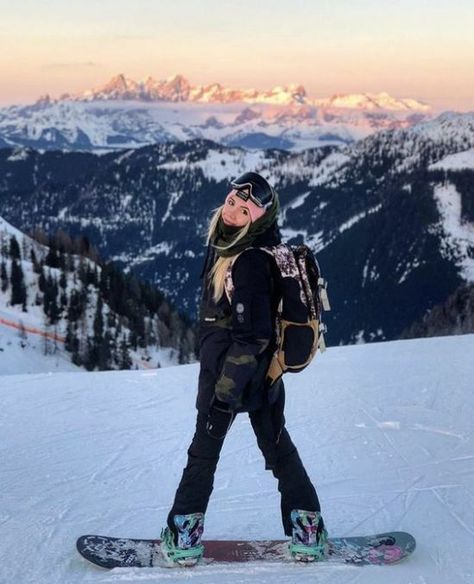 Snowboard outfit goals Insta: Smeshlivaya – Zoe M… Ski Et Snowboard, Snowboard Girl, Snowboard Goggles, Ski Goggles, Photo Ski, Mode Au Ski, Snow Photography, Photography Gloves, Friend Photography