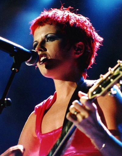 Lzzy Hale Hair 2018 Lzzy Hale Hair In 2020 Dolores O Riordan The Cranberries Dreams Female Guitarist
