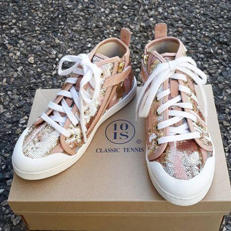 Mettez Des Paillettes Sur Vos Pieds Sneakers 10 Is Disponibles En 32 Et 33 A 75 Au Lieu De 115 Sneakers Sneakersaddict Sneakers Converse Sneaker Shoes