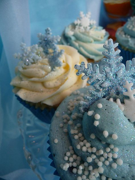 Wintery Cupcakes by obliviousfire, via Flickr