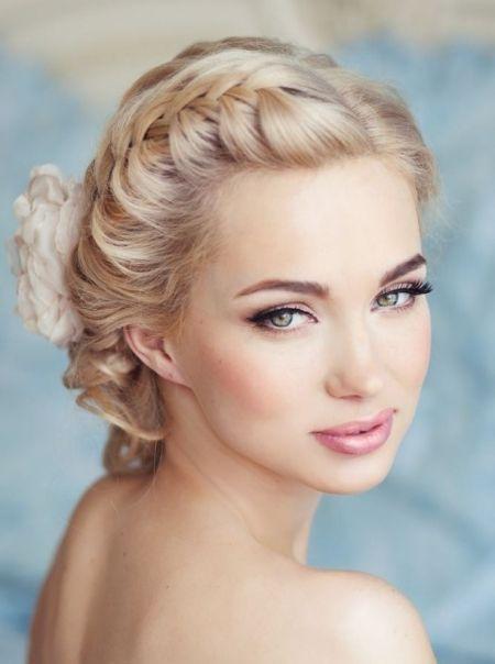 30 Stunning Natural Wedding Hairstyle For Bride Bride Hairstyle Natural Stunning Wedding Elegante Hochzeitsfrisur Hochzeitsfrisuren Brautfrisur