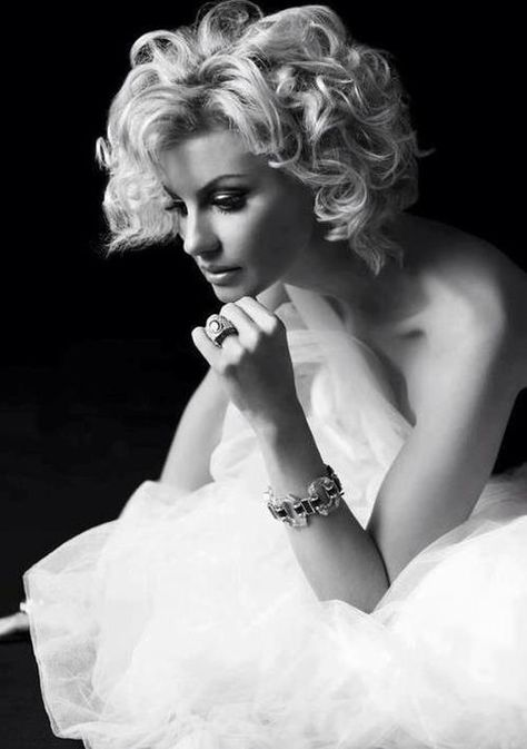 curly short hair... I think this is Faith Hill. maybe.