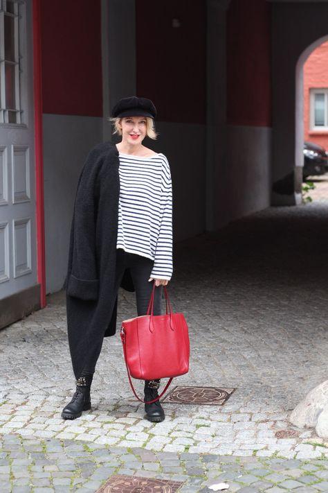 Mit Ringel-Pullover im Stil der La Parisienne