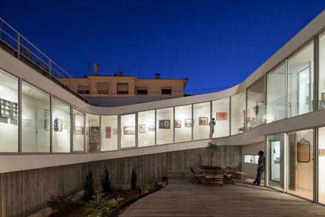 Portuguese Home By Antonio Costa Lima Features Spiralling Walkway Maria E Mayer Filmes Do Tejo Film Locations Em 2020 Cascais Portugal Arquitetura Inspiracao