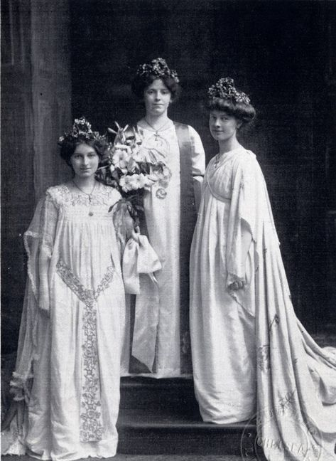 1906 Queen Florence with Queen Mildred -left-and Queen ...
